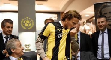 Diego Forlán es presentado con el Peñarol