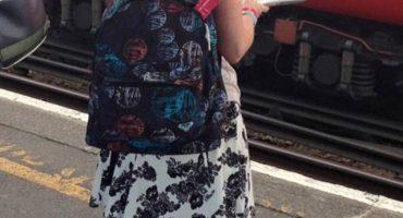 ¿Qué hay en la mochila de esta chica? El misterio que ha incendiado la red