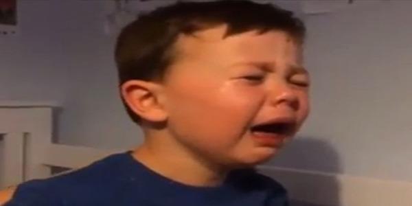 Este niño lloró desconsolado por la partida de Van Persie