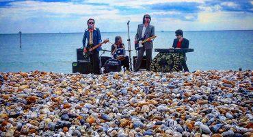 Palma Violets nos lleva a la playa en su nuevo video
