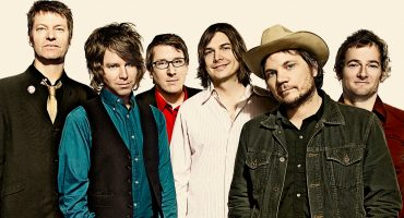 Descarga completa la primera presentación totalmente acústica de Wilco