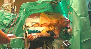 Este hombre canta ópera durante su propia operación de cerebro