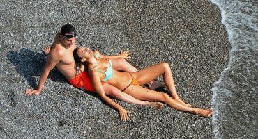 Irina Shayk y Bradley Cooper derrochan pasión en la playa