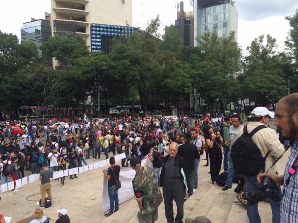 marcha 11 meses ayotzinapa
