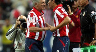 Omar Bravo buscará ser el máximo goleador de Chivas... donde debutó