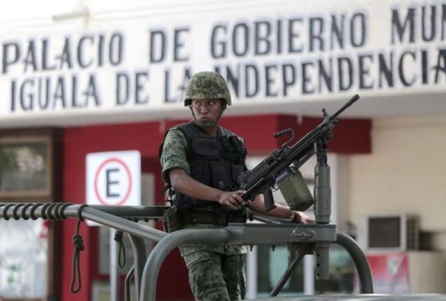 Normal_de_Ayotzinapa-normalistas_de_Ayotzinapa-Gendarmeria_Iguala_MILIMA20141006_0401_3