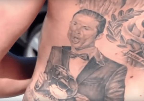 Este fanático se tatuó la espalda con ¡5 grandes momentos de CR7!