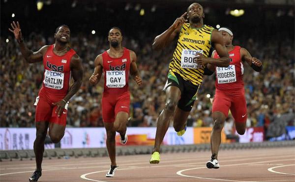 VIDEO: Usain Bolt vence por .01 segundos a Justin Gatlin en los 100m del mundial de Pekin