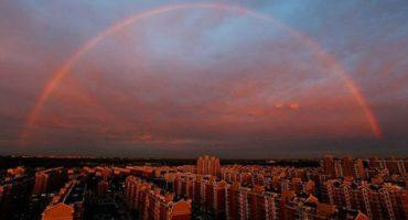 Y en la imagen del día... el arcoiris imposible de Pekin