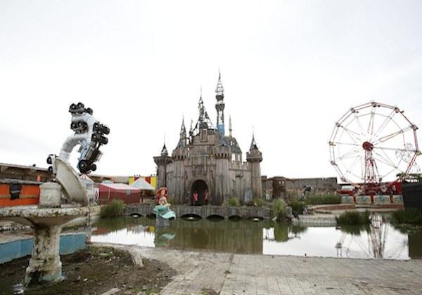 Un recorrido por Dismaland el 'parque temático' de Banksy