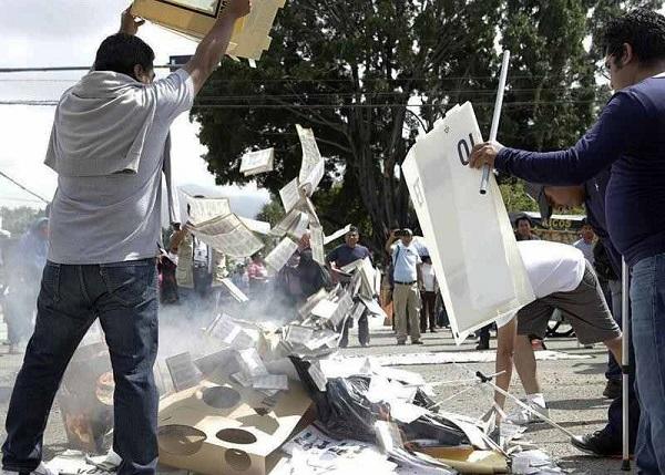 Por destrucción de material electoral, orden de aprehensión contra 15 maestros de la CNTE
