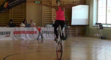 ¿Qué pasa si le das una bicicleta a una gimnasta?