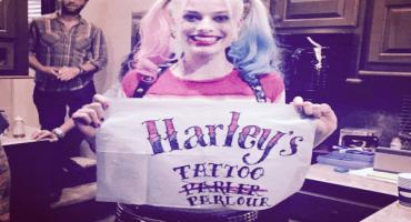 Will Smith y Margot Robbie tatúan a sus compañeros de Suicide Squad