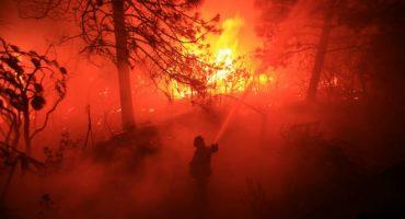 Mega incendio en California destruye cientos de casas