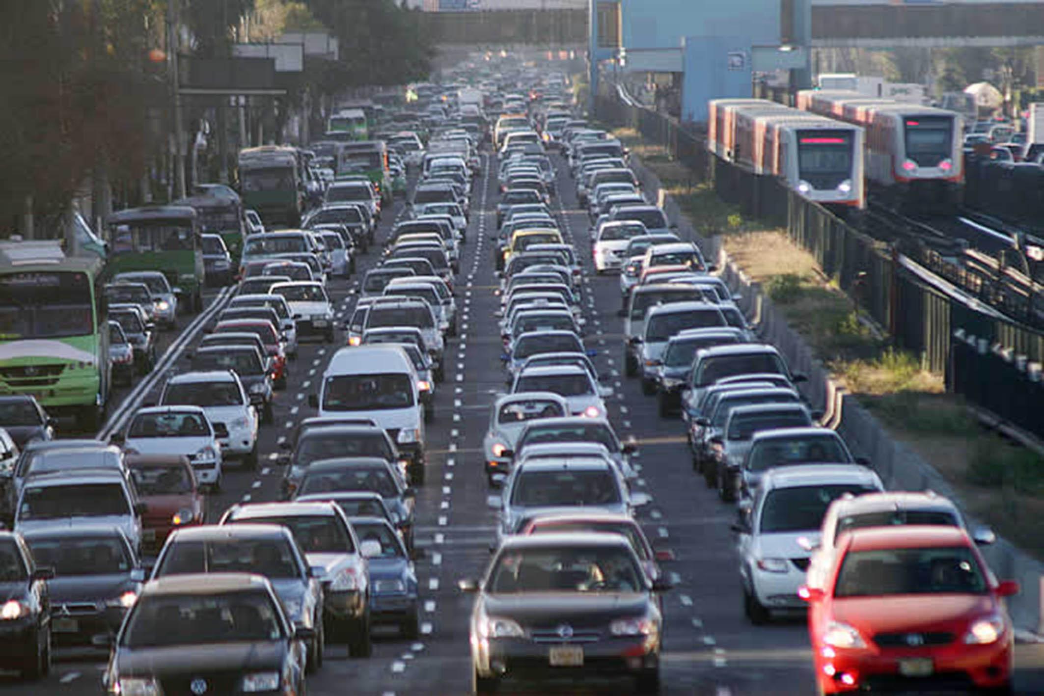 ¿Hoy No Circula? Se dispara venta de autos en marzo y abril