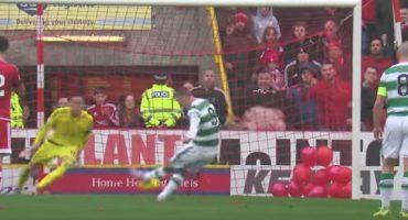 Aficionado del Aberdeen intentó distraer con su panza a jugador del Celtic