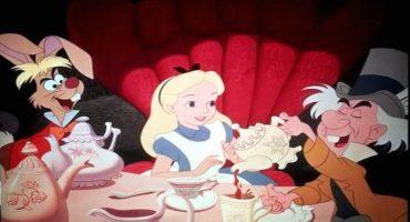 La escena del té de Alicia en el País de las maravillas, transformada en obras de arte