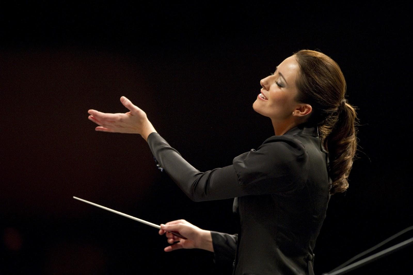 Alondra de la Parra, su optimista batuta junto a la Orquesta Filarmónica de Londres