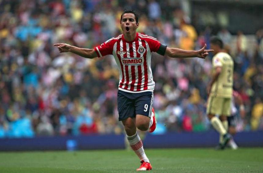 A falta de la firma, Omar Bravo se retirará en Chivas