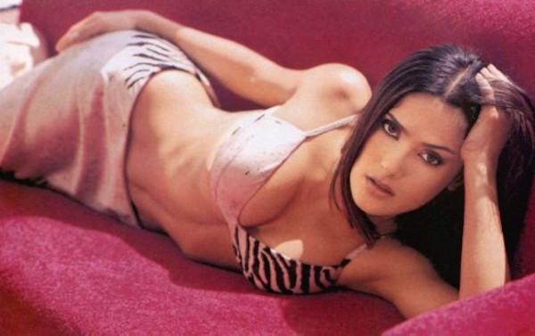 Salma-Hayek-Hot-Sexy-Bikini-500x314
