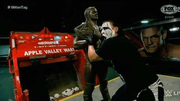 Sting reapareció y ¡destruyó la estatua de Seth Rollins!
