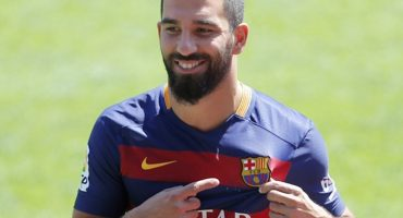 La FIFA recomienda al Barcelona NO inscribir a Arda Turan a la Liga