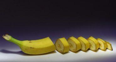 ¿Por qué la gente se está comiendo la cáscara de los plátanos?