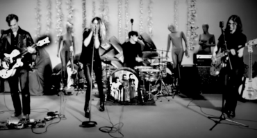 Ve el video que The Dead Weather grabó en vivo para
