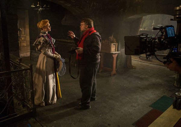 crimson-peak-mia-guillermo-600x422