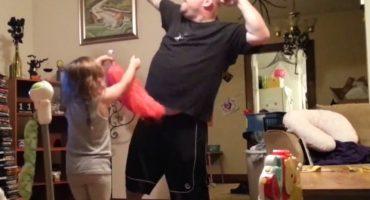 El papá del año que baila Katy Perry con sus hijas