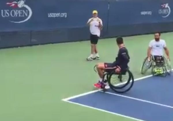 Djokovic juega en silla de ruedas antes de la final del US Open