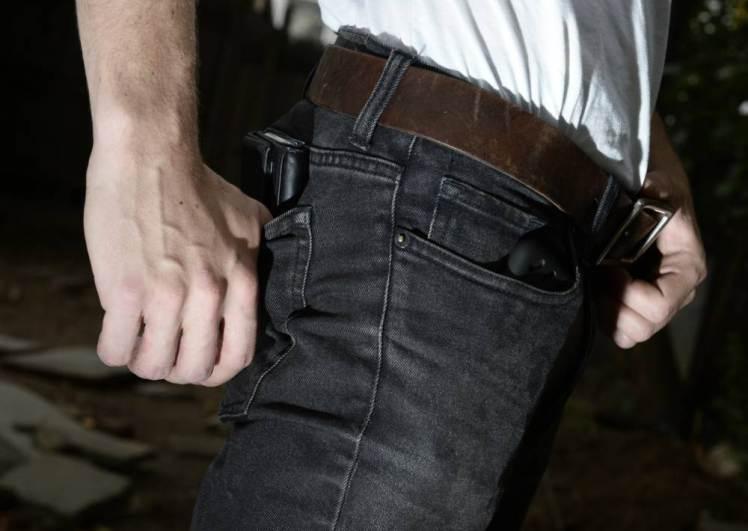 Y en la nota idiota del día... pantalones apretados salvan a hipster de asalto