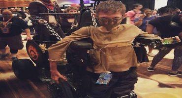 Estudiante convierte su silla de ruedas en el asombroso carro de Mad Max
