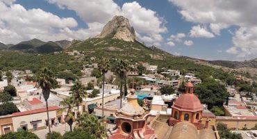 Peña de Bernal, un pueblo mágico visto desde el aire