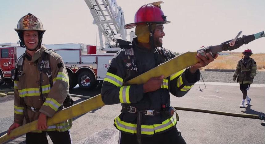 Jugadores de los Sacramento Kings es preparan... ¿con bomberos?