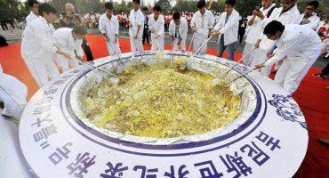 Sólo en China: consiguen Récord Guinness, se los quitan por desperdiciar comida
