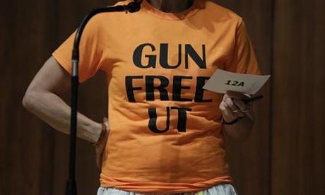 WTF! Estudiantes de la Universidad de Texas protestan con dildos
