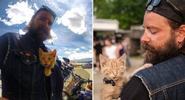 Rudo motociclista rescata gatito lastimado y lo lleva de paseo por todo EU