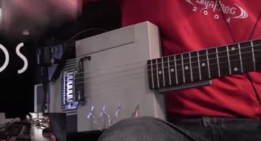 Así suena una guitarra hecha con un NES