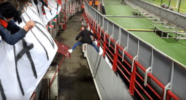 Fantático ruso invade el campo para celebrar un gol... y después
