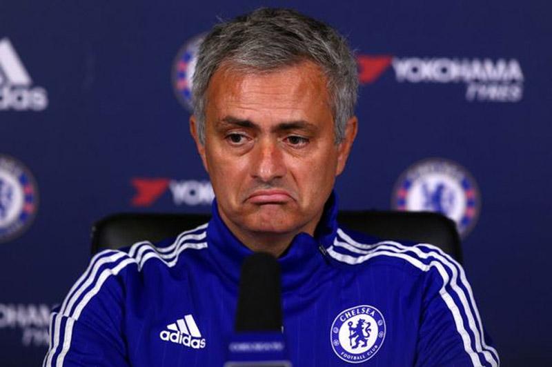 Liverpool vence al Chelsea y Mourinho está virtualmente fuera del equipo