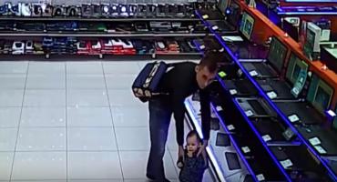 VIDEO: Hombre roba una computadora...¡y usa a su hijo para cubrirse!
