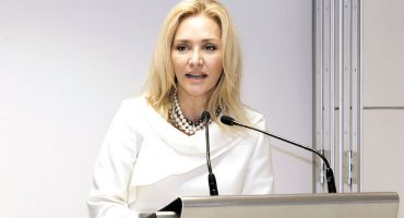 Angélica Fuentes tomará el control de Chivas
