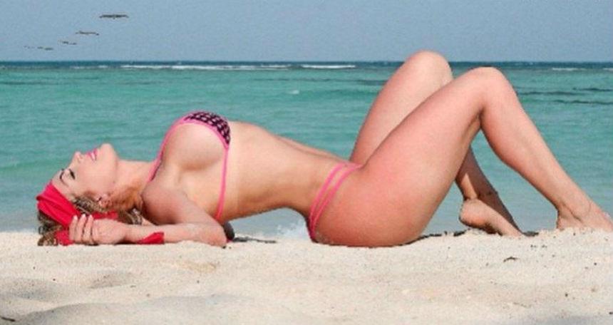 ¡¡¡Gracias México!!! Modelo cumple su promesa y se desnuda para festejar la victoria del Tri