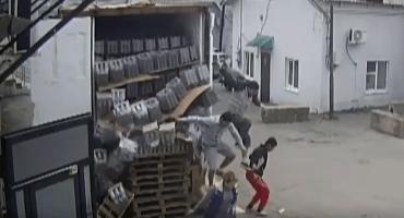 #EpicFail Rusos rompen cuarenta cajas con botellas de vodka