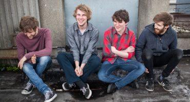 Girl Band, música ideal para sacar de quicio a tus compañeros de trabajo