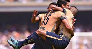 Con postes, mucha suerte, y un penal, Pumas derrotó a Chivas en C.U.