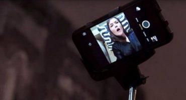 WTF?! Mujer inventa el selfie stick con dildo incluído