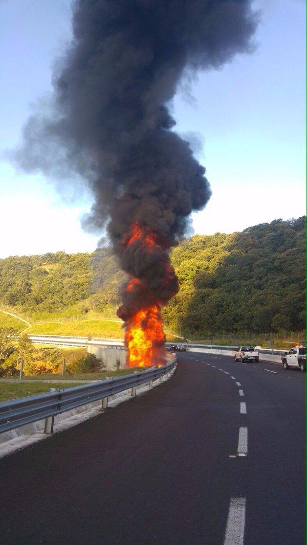 Cierran autopista Cuautla-Amecameca por explosión de pipa