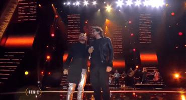 Mira a Rubén Albarrán y León Larregui cantar